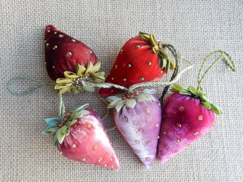 Velvet Strawberry Ornament Set Kit