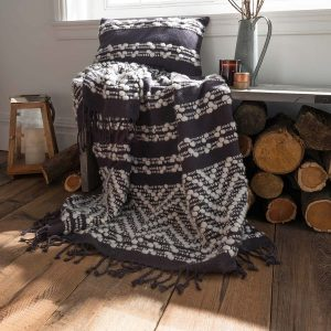 Create a Cosy Atmosphere at Home With Blankets and Throws