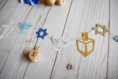 The KitCut Decorations Mini Hanukkah Garland - Silver or Gold