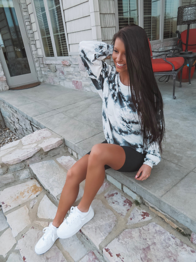 Comfy Queen Black & White Tie-Dye Pullover