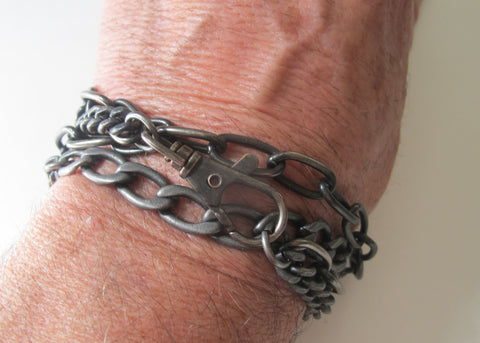 Combination 6 and 9 mm curb chain with a large clasp