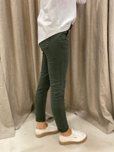 Load image into Gallery viewer, ITALIAN BUTTON JEANS - MILITARY