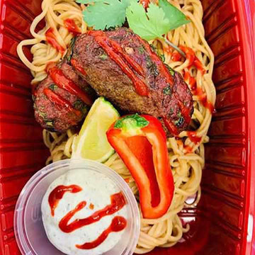 OnTheGo - Beef kebabs, noodles with mint yogurt and lime