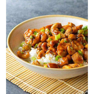Chicken and cashew nut with soy, spring onion and ginger on a bed of white rice