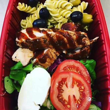 OnTheGo - Jerk chicken breast, pesto pasta, tomato and mozzarella salad