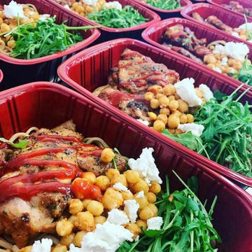 OnTheGo -  Srirachi Chicken thighs, pesto chick peas, Noodles and Rocket