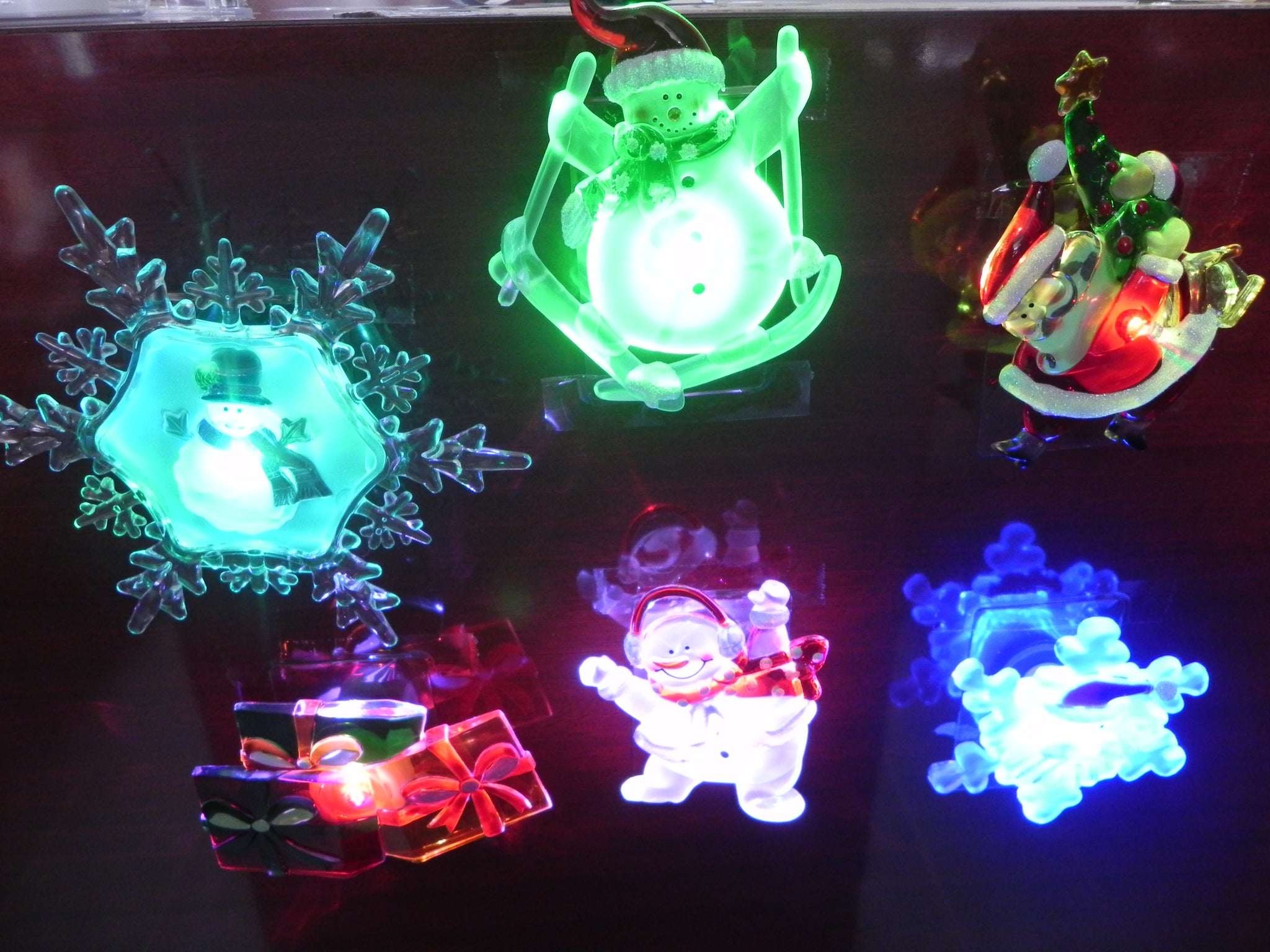 Holiday Memories Christmas Decoration With Suction Cup And Led Lights