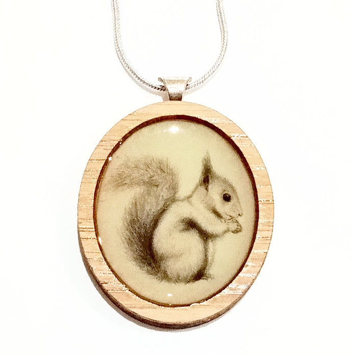 Sonia Brit Resin necklace - Cheeky Squirrel