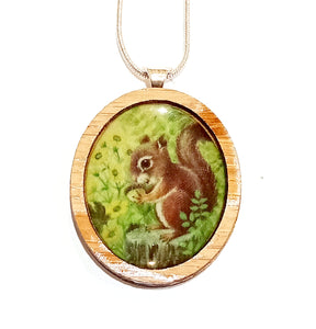 Sonia Brit Resin necklace - Garden Squirrel