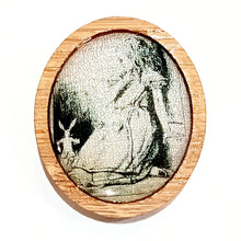 Load image into Gallery viewer, Sonia Brit Resin brooch - Alice & White Rabbit