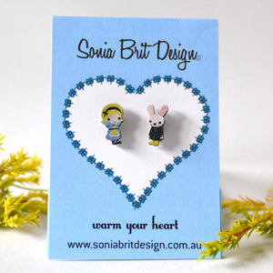 Sonia Brit studs - Alice and the white rabbit