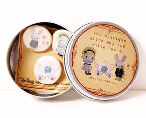 Badge set in tin - Alice