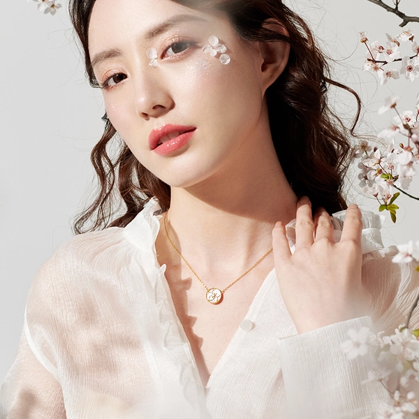 Mother-of-pearl Cherry Blossom Necklace