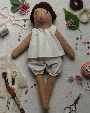 Dovegray Doll Kit: Hollie