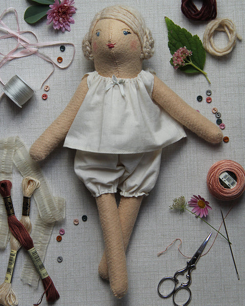 Dovegray Doll Kit: Honey