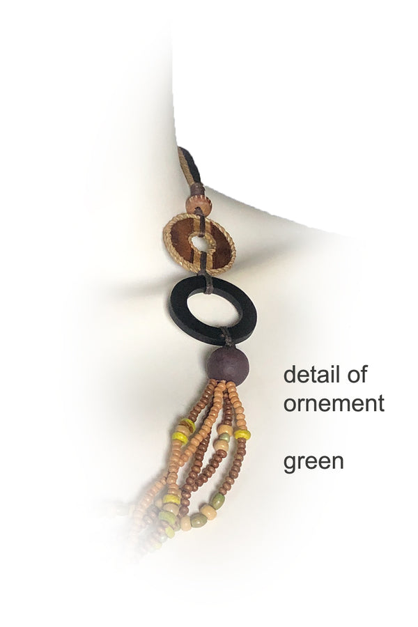 Woody Necklace Detail Green