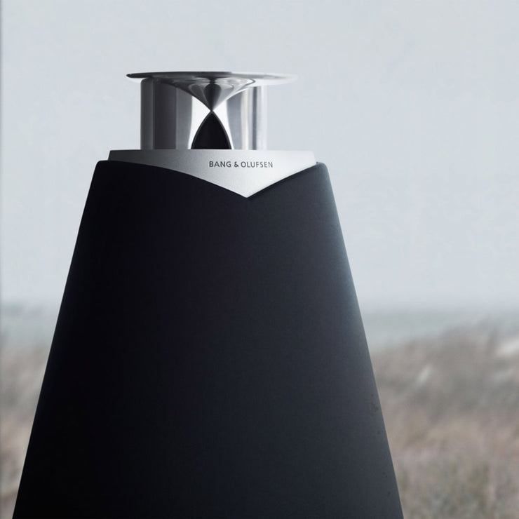 The acoustic lens of the beolab 20 speaker spreading sound evenly in the room
