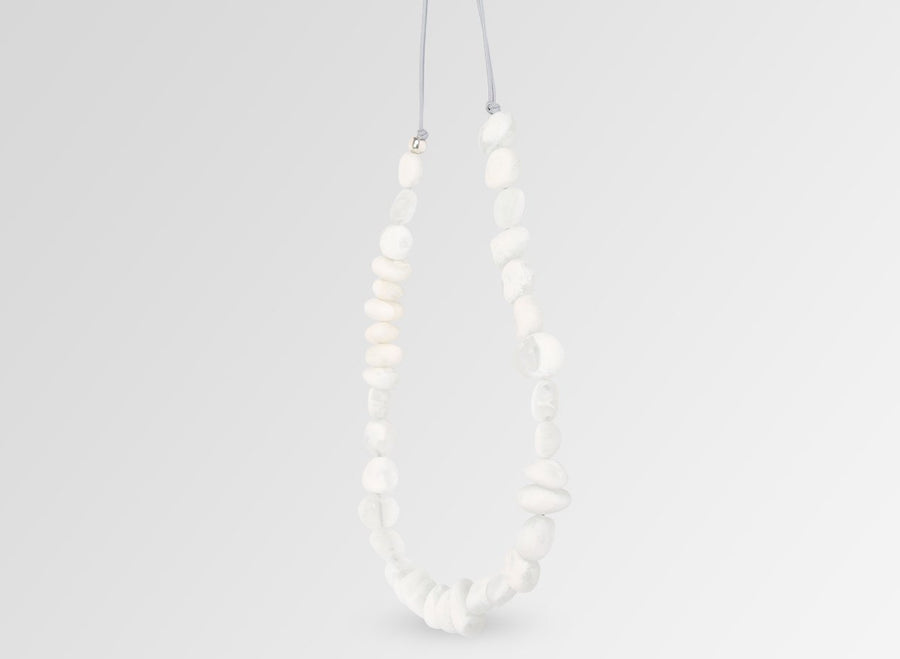 Classic Resin Earth Half Necklace - Snow Swirl