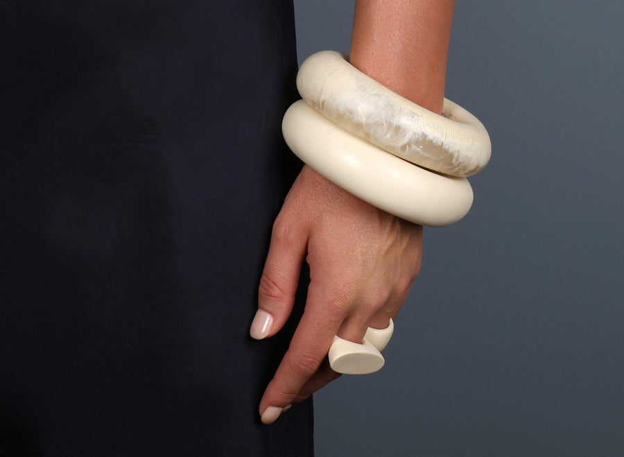 Large Resin Round Bangle - Cream Swirl