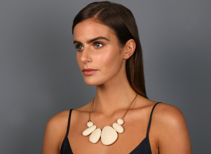 Resin Riverstone Choker - Cream