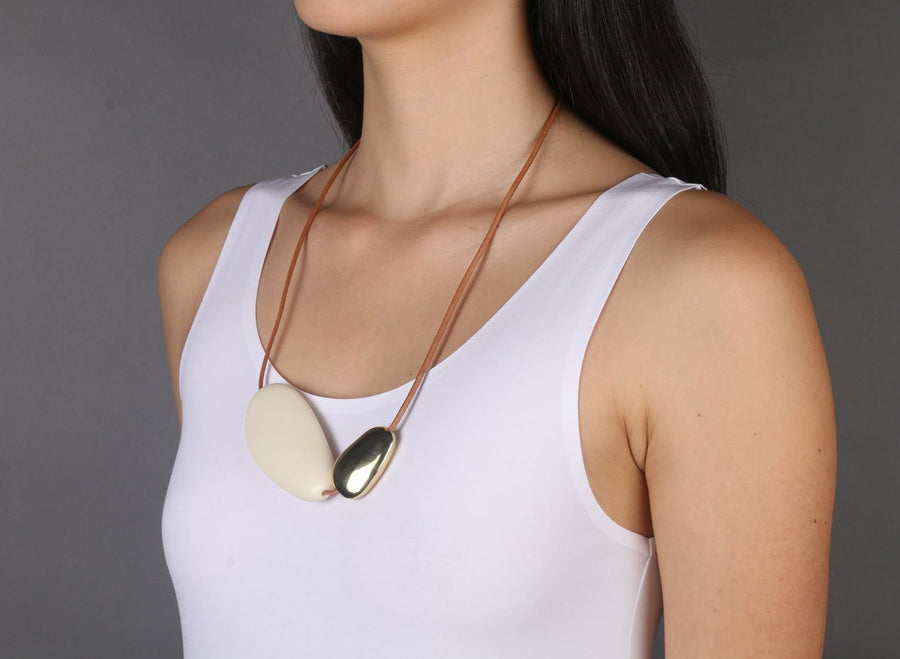 Resin and Brass Stone 1 Necklace - Cream