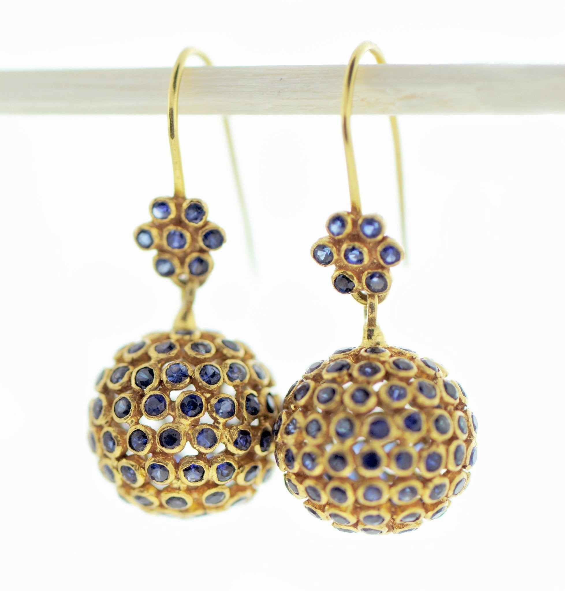SAPPHIRE AND GOLD EARRING