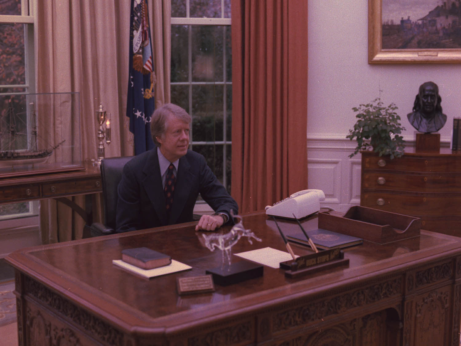 desk in oval office. Jimmy Carter At His Desk In The Oval Office