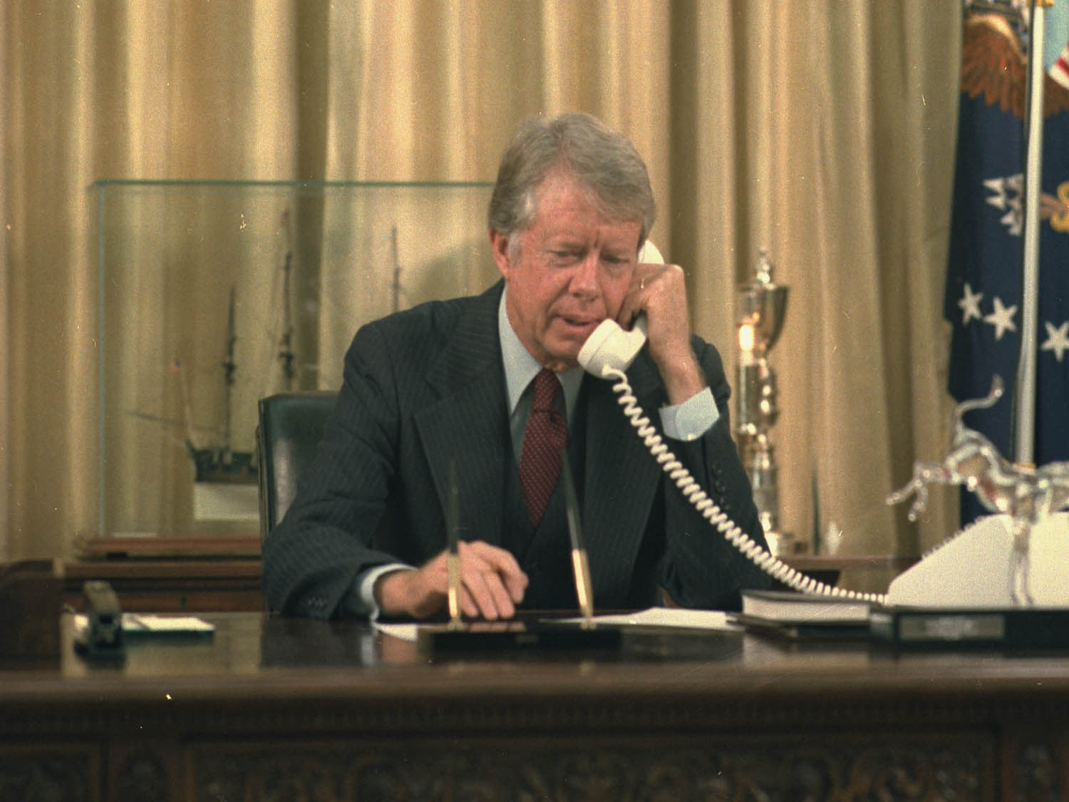 jimmy carter oval office. Jimmy Carter On The Telephone In Oval Office O