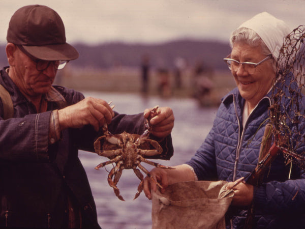 MR. AND MRS. FLOYD LYONS  FROM PRIEST FALLS  IDAHO  CRABBING ON THE HOOD CANAL NEAR BRINNON