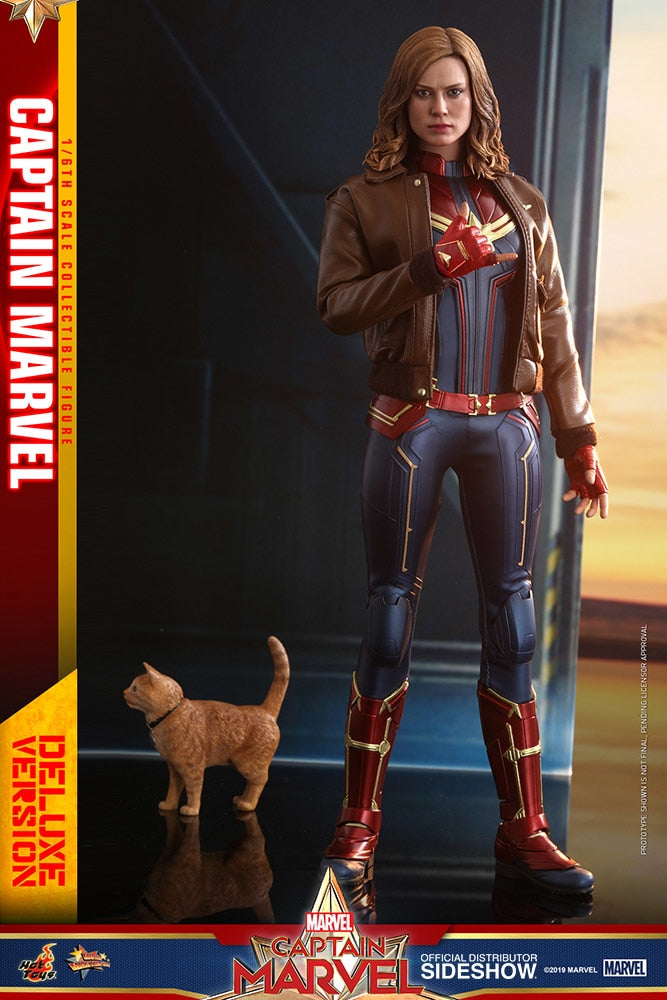 Captain Marvel Deluxe Version