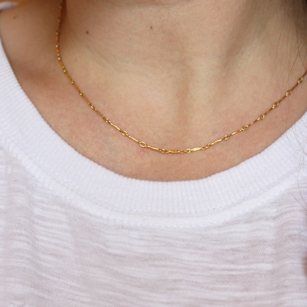Dapped Bar Chain | Magpie Jewellery | Yellow Gold | On Model | 16""