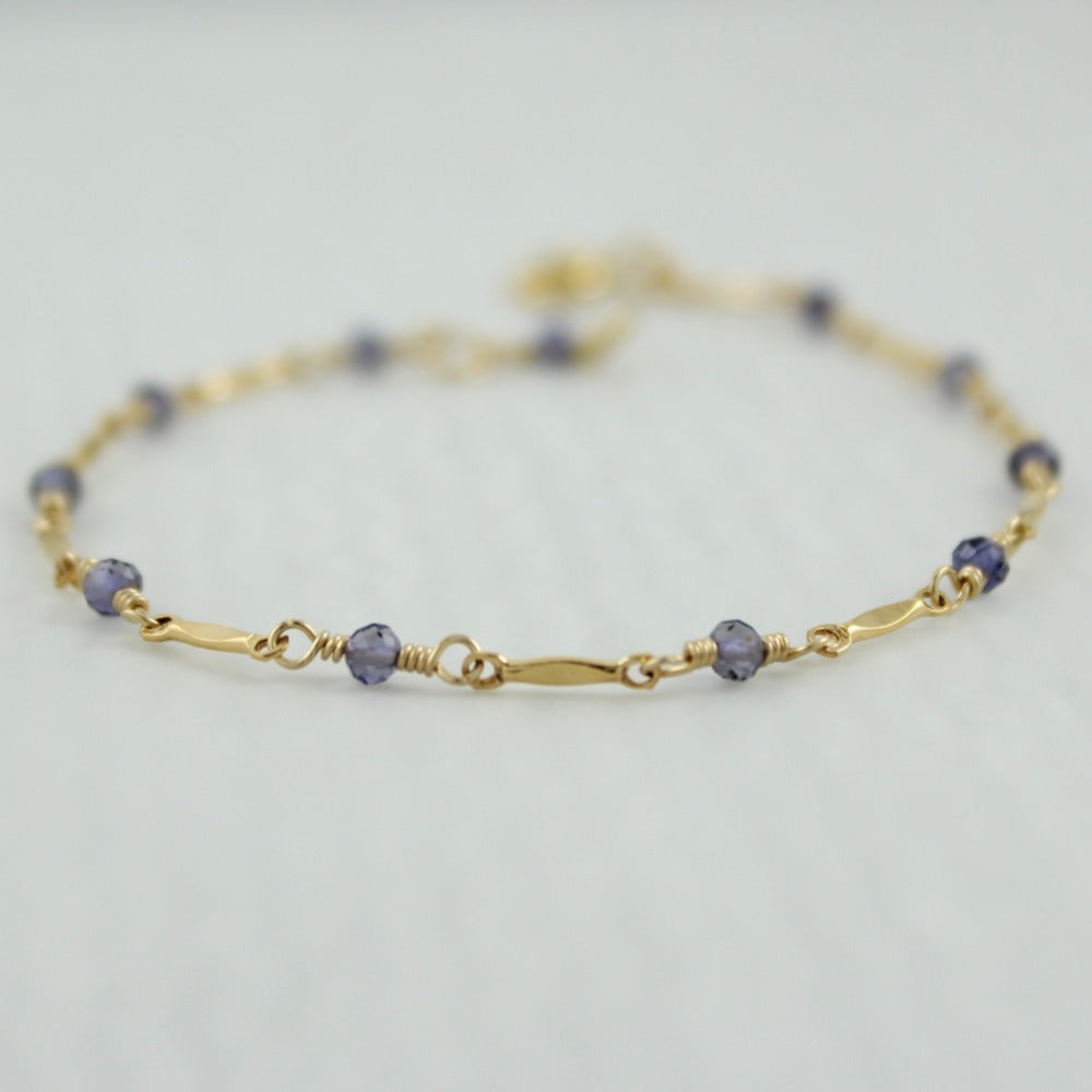 Dapped Bar & Gemstone Chain Bracelet | Magpie Jewellery | Yellow Gold | Iolite