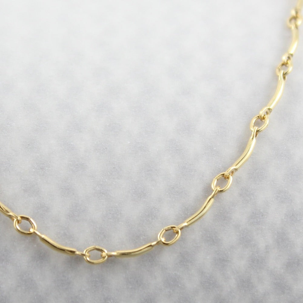 Curved Bar Chain | Magpie Jewellery | Yellow Gold | Detail Shot