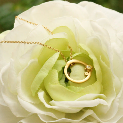 Queen Anne's Lace Circle w/ Diamond Pendant