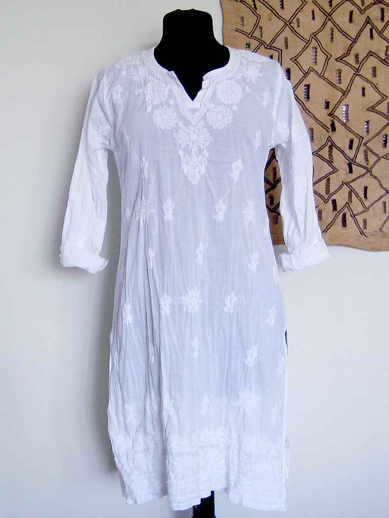 Lucknow, India: White Embroidered Kurta