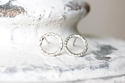 lacuna circle studs Earrings Andrea Bonelli