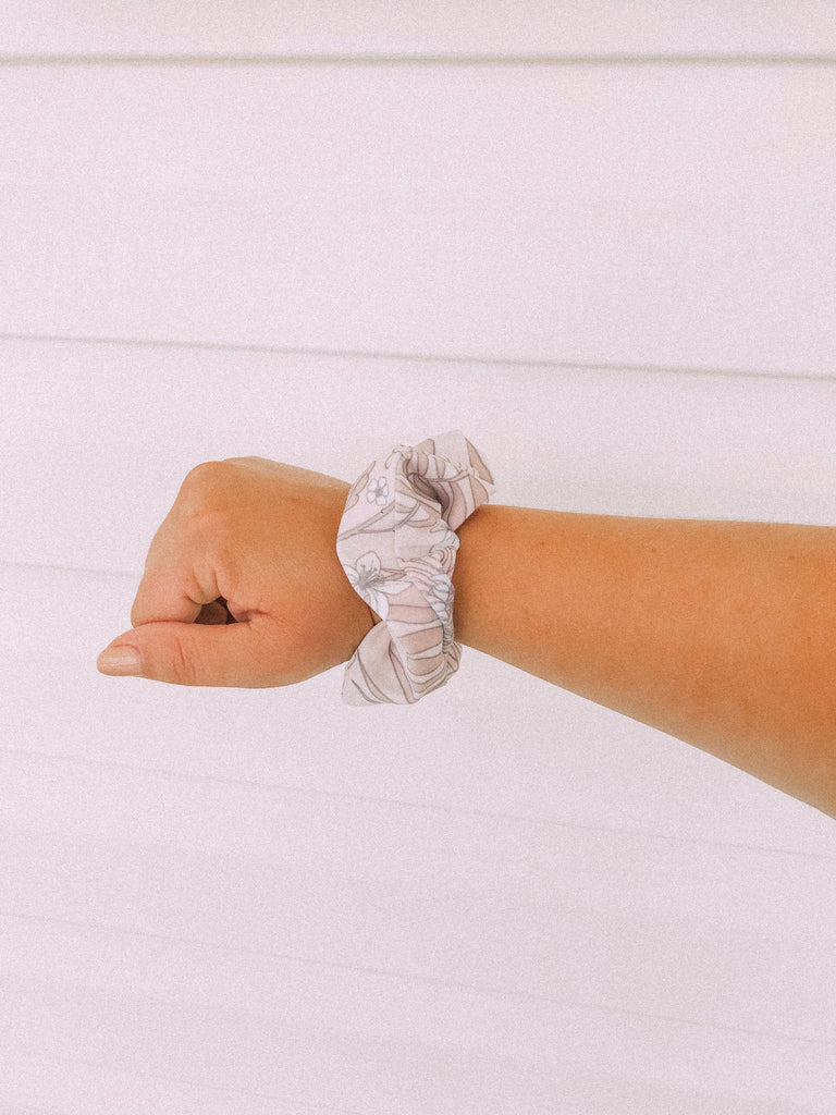 Aster Natural Bird Scrunchie