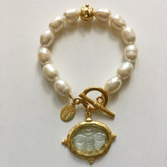 Clear Venetian Glass Bee Intaglio on Genuine Freshwater Pearl Bracelet