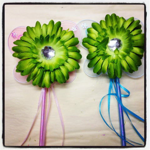 Green gerbera flower pink or blue fairy wand. Wand01