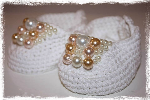 Newborn to one year white or ivory crochet and pearl ballerina booties. Shoes09