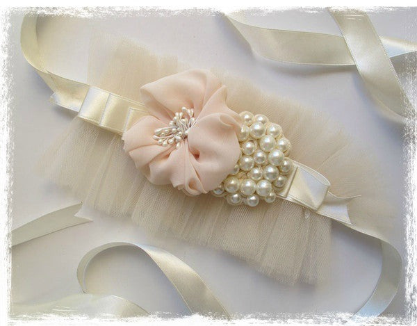 Ivory & pink sash with flower and pearls. Sash03