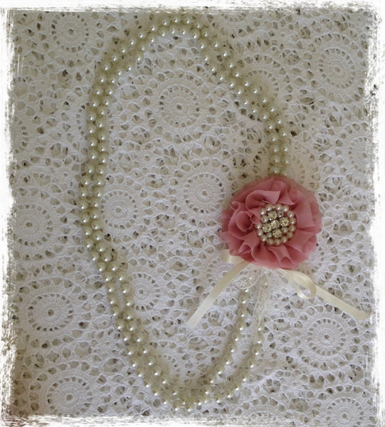Vintage pearl and dusty pink flower necklace. Neck02
