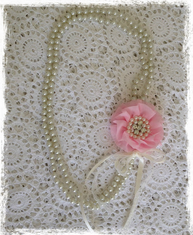 Vintage pearl and pink flower necklace. Neck04