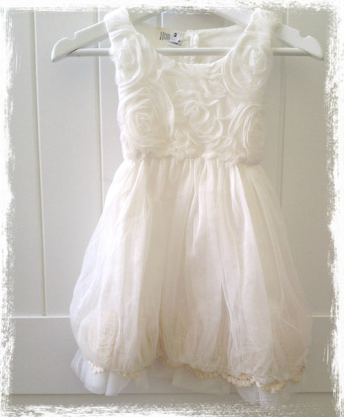 White petal and mesh puff layered dress. Dress46
