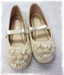 Girl ivory vintage pearl shoes. Shoes03