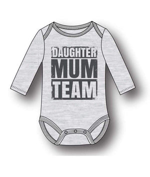 "Baby Body ""Daughter Mum Team"" - Grå"