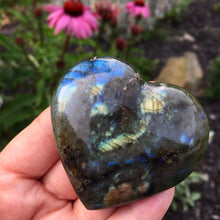Load image into Gallery viewer, Labradorite Puffed Heart shape