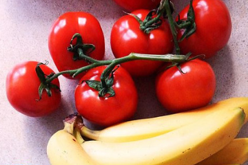 bananas_and_tomatoes