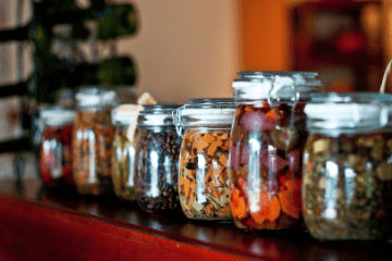 jars_of_pickled_food_in_a_line