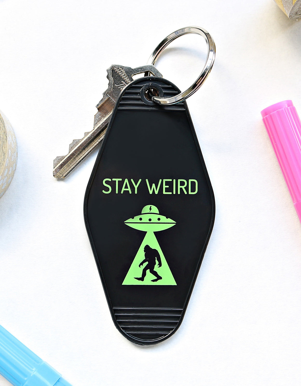 stay weird | key tag ( black)